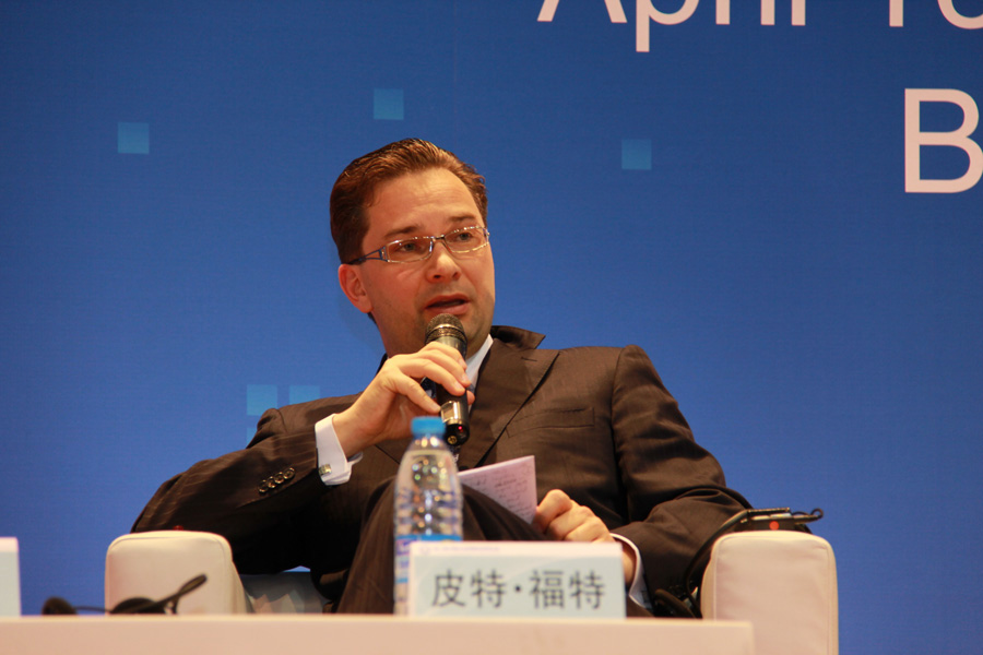 imgPeter Fort, CEO of RAK FTZ, speaks at the 8th Chinese Enterprises Outbound Investment conference